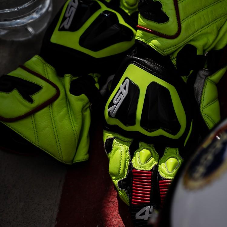 Nejlepší motorukavice od 4SR - nové Stingray Race Spec Yellow